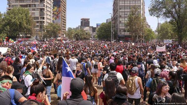 Piñera solo acumula un respaldo popular de 14 por ciento, mientras en las calles continúan pidiendo su renuncia.