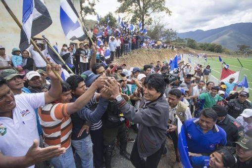 Reportan falla mecánica en helicóptero que trasladaba a presidente Evo Morales