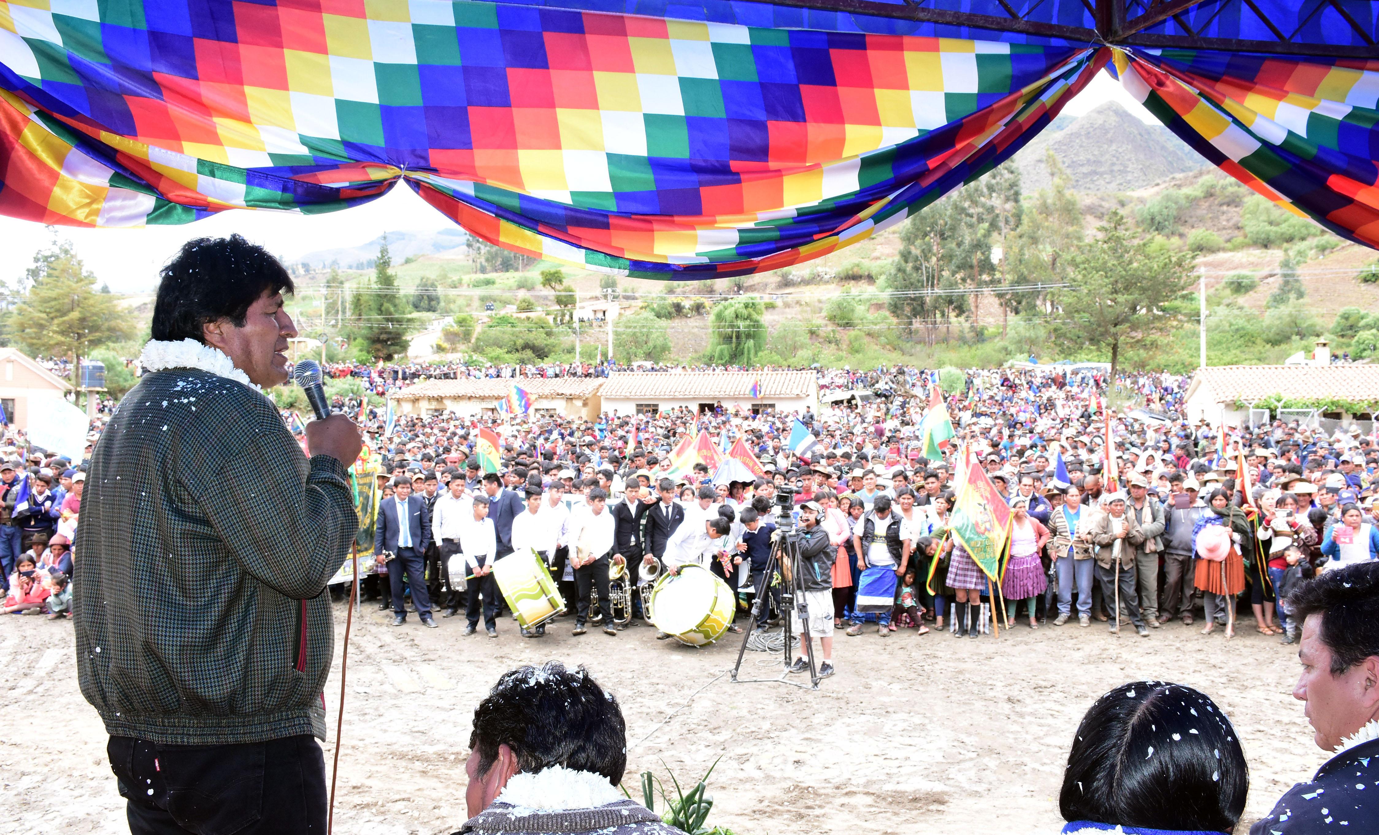 El mandatario boliviano aseguró que su Gobierno ha puesto como meta llevar la pobreza extrema por debajo del cinco por ciento para el Bicentenario de la nación.