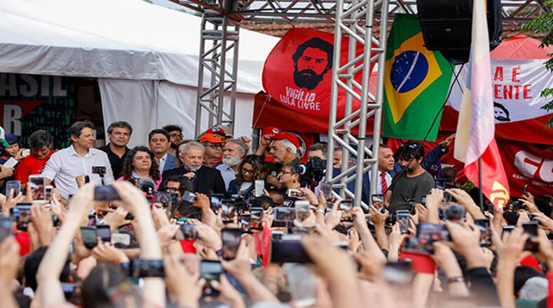 Celebran libertad de Lula personalidades de la política y la Cultura