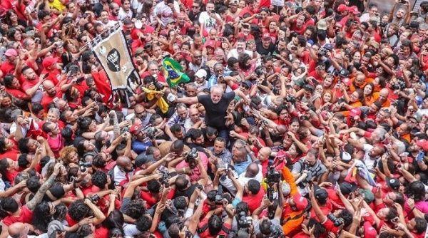 Lula explica que decidió permanecer en Brasil y demostrar las mentiras de Moro