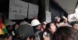 Los medios de comunicación que fueron atacados son el canal estatal Bolivia Televisión, las emisoras Radio Patria Nueva y de la Confederación Sindical Única de Trabajadores Campesinos de Bolivia.