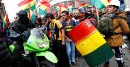 Manifestantes bolivianos realizan una protesta en contra del presidente Evo Morales este sábado en La Paz.