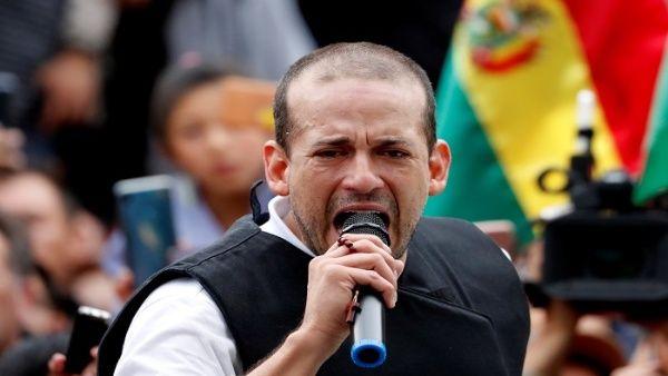 Entre sus controversias recientes está la decitar en público al famoso narcotraficante colombiano, Pablo Escobar y compartir sus métodos para perseguir a los adeptos al presidente Morales.