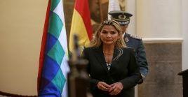 Este martes la senadora opositora Jeanine Áñez se autoproclamó presidenta encargada de Bolivia, a pesar de no contar con la presencia de los legisladores leales a Evo Morales.