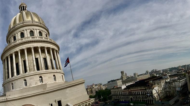 El Capitolio de La Habana, actual sede de la Asamblea Nacional del Poder Popular de Cuba, fue inaugurado en la década de 1920. Deviene uno de los edificios más emblemáticos de la capital y el país. Para el 500 aniversario de la ciudad fue sometido a una reparación total.