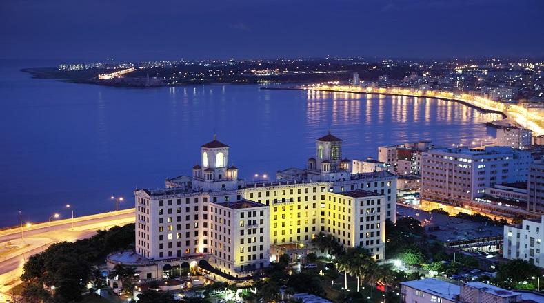 El Hotel Nacional de Cuba data de la década de 1930 y es insignia del turismo cubano. Ubicado sobre una colina a pocos metros del mar, ha merecido las distinciones de Monumento Nacional y Hotel Museo; aún permanece en activo.