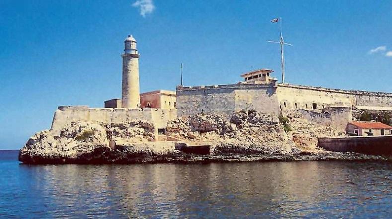 El Castillo de los Tres Reyes del Morro es una fortaleza diseñada en las últimas décadas del siglo XVI para proteger la entonces Villa de San Cristóbal de La Habana. Junto a su faro, instalado en el siglo XIX, custodia la bahía de la ciudad. En la actualidad es un museo y acoge eventos culturales.