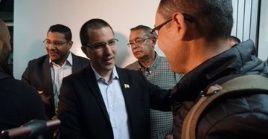 A su llegada, fueron recibidos por el canciller venezolano, Jorge Arreaza, según evidenciaron las imágenes.