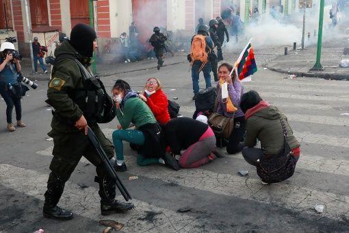 La represión contra las marchas que repudian el golpe de Estado en Bolivia han dejado al menos 24 indígenas muertos.