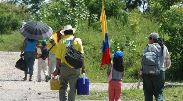Alertan sobre aumento de desplazamientos en Colombia - teleSUR TV
