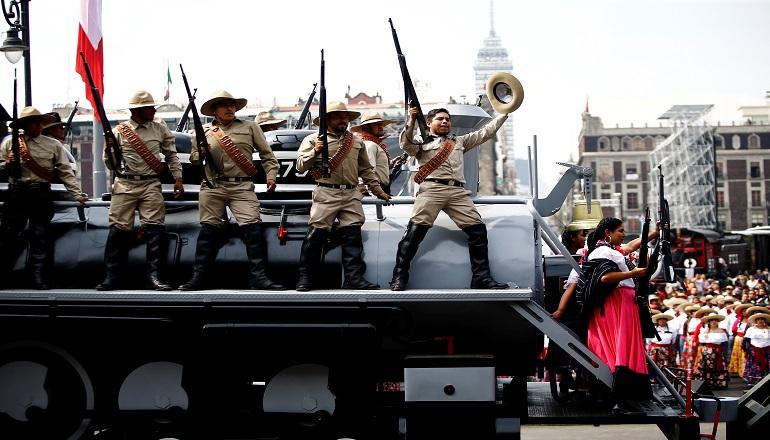 La parada conmemorativa inició a las 12H00 (hora local) en el Zócalo para concluir a las 14H00 (hora local) en el Campo Marte, recorriendo avenidas como Juárez y Paseo de la Reforma.