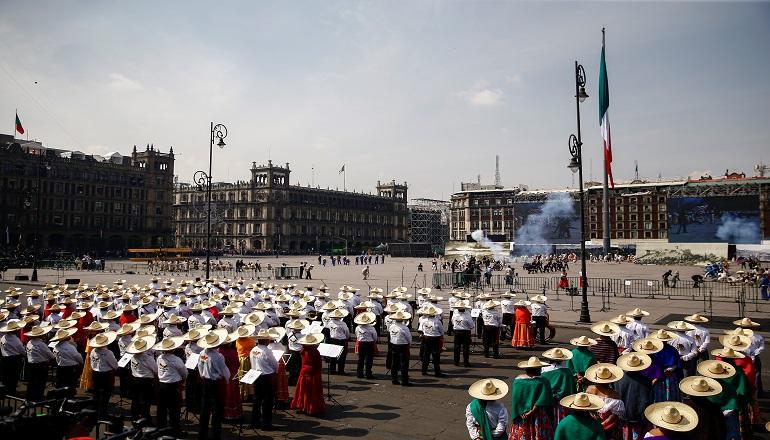 """Tras el paso del último contingente del desfile, se inauguró en el Zócalo la exhibición """"Revolución Mexicana, la tercera transformación de México""""."""