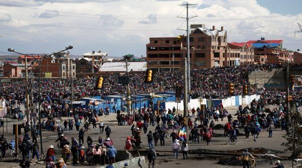 Los manifestantes repudian la represión impuesta por el Gobierno de facto, encabezado por la senadora Jeanine Áñez, autoproclamada presidenta interina.