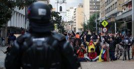 Senador colombiano demanda que vandalismo no sea pretexto para reprimir la protesta social.