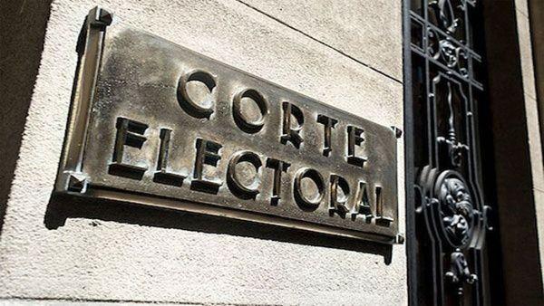 La ajustada ventaja de Lacalle Pou sobre Martínez, originóque las autoridades electorales aún no lo proclamen como ganador de los comicios.