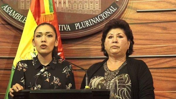 Adriana Salvatierra a démissionné de son poste après le coup d'État contre le président Evo Morales.