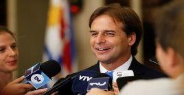 El candidato nacionalista Luis Lacalle ganó los comicios electorales en segunda vuelta y se convierte en el próximo presidente de Uruguay durante cinco años.