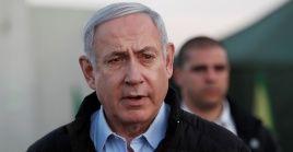 El primer ministro israelí Benjamin Netanyahu está acusado de fraude y cohecho.