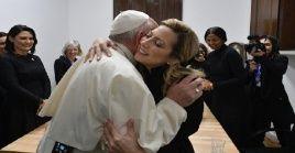 Durante el encuentro, Yáñez le obsequió a Francisco el cáliz con el que se celebró la misa del domingo pasado en la Basílica de Luján.