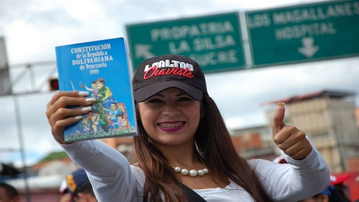 Venezolanos Celebran 20 Aniversario De La Constitución