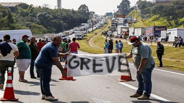El portavoz del Ejecutivo brasileño, Otávio Rego Barros, apuntó que no existe posibilidad de parar el país e insistió que el ministro de Infraestructura, Tarcisio Gomez de Freitas, ha mantenido la puerta al diálogo.