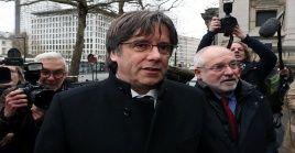 El abogado de la defensa de Puigdemont anunció que estiman que esta es la decisión correcta, hasta no se tengan las resoluciones de Luxemburgo.