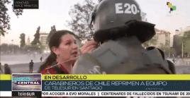 La corresponsal fue increpada mientras informaba en vivo las violaciones de Derechos Humanos de carabineros chilenos contra las manifestaciones.