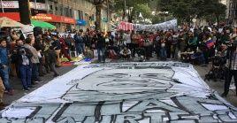 Desde las 15H30(hora local), los ciudadanos se reunieron de manera pacífica en la calle 19 con carrera 4 para rendir tributo al joven de 17 años.