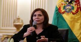 """La canciller de facto, Karen Longaric, amenazó con """"dar la respuesta que corresponde en un caso de tamaña ofensa a lasoberanía de Bolivia""""."""