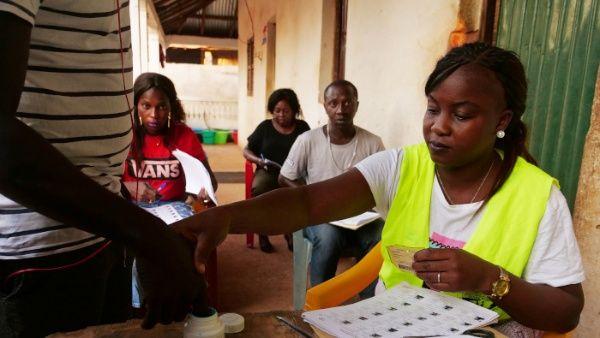 Al menos 700 mil electores están convocados para acudir a las mesas electorales de esta pequeña nación de habla portuguesa en África occidental.