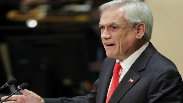 """Piñera defiende la gestión del director de Carabineros, el general Mario Rozas,""""ha hecho todos los esfuerzos a su alcance para prevenir y evitar atropellos a los derechos humanos"""", insistió el presidente."""