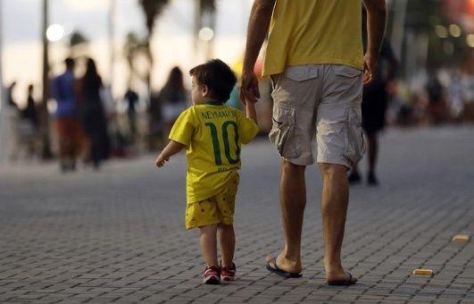Según la encuesta, siete de cada diez brasileños adultos dicen tener temor de salir a las calles de su ciudad después que anochece.