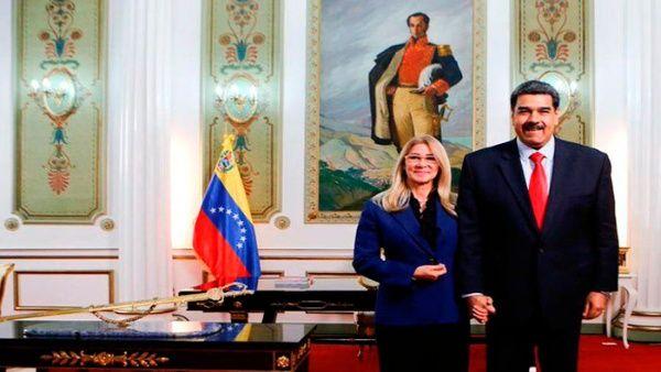 El presidente Nicolás Maduro junto a la primera dama, Cilia Flores, ofreció un mensaje de paz y solidaridad en el marco de fin de año.
