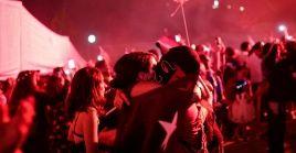 Manifestantes antigubernamentales reciben el Año Nuevo en la Plaza Dignidad en Santiago de Chile.