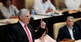 El presidente cubano Miguel Díaz-Canel ofrece un discurso en la sesión ordinaria de la Asamblea Nacional en La Habana, Cuba.