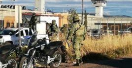 Soldados mexicanos retoman el control del penal de Cieneguillas, donde el martes se registró una pelea entre grupos rivales.