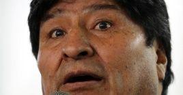 El presidente boliviano Evo Morales asiste a una conferencia de prensa, en Buenos Aires, Argentina.