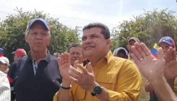 La Asamblea Nacional de Venezuela elige como presidente al opositor Luis Parra para sustituir a Juan Guaidó.,