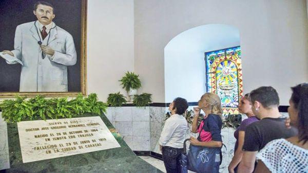 Fue declarado venerable en 1986 por el papa Juan Pablo II, por lo que miles de feligreses acuden a él para pedir un milagro de sanación.