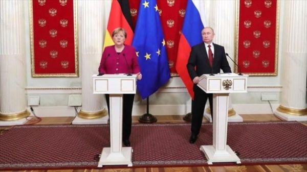 Poutine et Merkel ont examiné le transit du gaz russe à travers l'Ukraine.