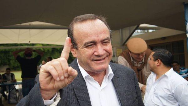 El nuevo presidente de Guatemala, deberá asumir las riendas de un país marcado por la pobreza, la corrupción y un serio problema migratorio.