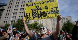 El sondeo reveló que un 47 por ciento de los encuestados cree que la democracia en Chile funciona mal o muy mal.