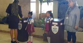 Las urnas fueron custodiadas por un niño de primaria y un miembro del Consejo Electoral Municipal.