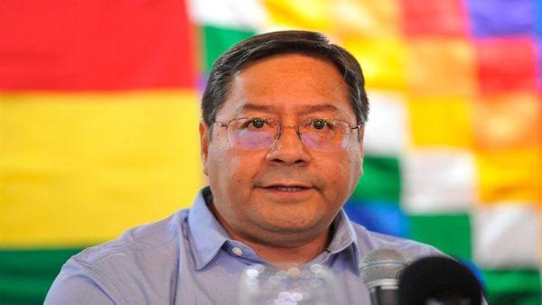 Luis Arce a 56 ans et est originaire de La Paz. Il a demandé l'asile au Mexique après le coup d'État en Bolivie.