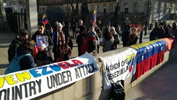 Provoca protestas en Londres visita de Guaidó al Reino Unido