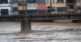 Las autoridades prevén que continúen las lluvias y los vientos intensos hasta este jueves en la tarde.