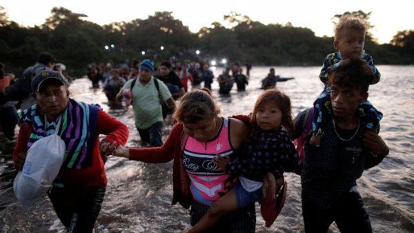 Con los traslados operados ayermiércoles por las autoridades mexicanas, sumaban hasta 679 migrantes repatriados: 439 vía aérea y 240 por autobús.