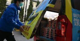 Para los habitantes de Wuhan, el servicio de entrega de comida en la ciudad se ha convertido en un puente entre ellos y el mundo exterior