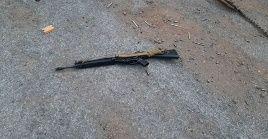 La policía tailandesa indica que el soldado uso un rifle para cometer el tiroteo.
